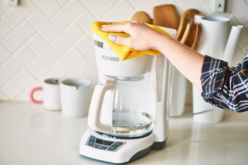 how to clean coffee maker using vinegar